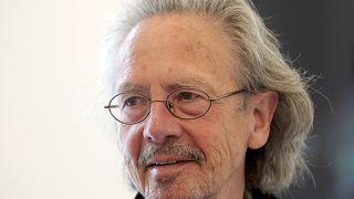 الكاتب والشاعر النمساوي بيتر هاندكه