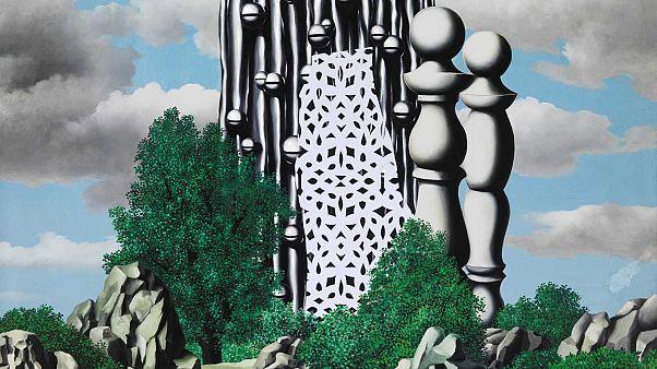 Dalì e Magritte, incontro 100 anni dopo. A Bruxelles la più grande mostra dei due surrealisti