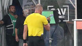 الاتحاد السعودي لكرة القدم يكشف حقيقة فصل عامل لأسلاك تقنية الVAR أثناء مباراة