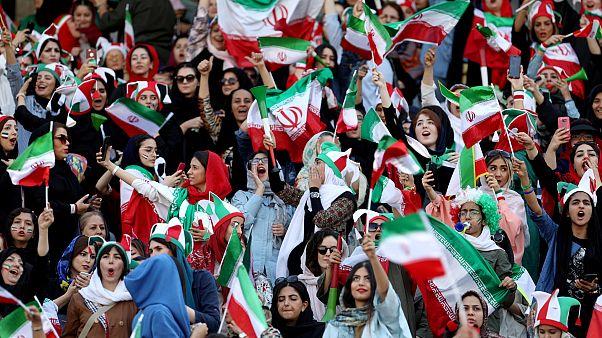 İran, kadınların 40 yıl sonra stadyumdan izlediği maçı 14-0 kazandı