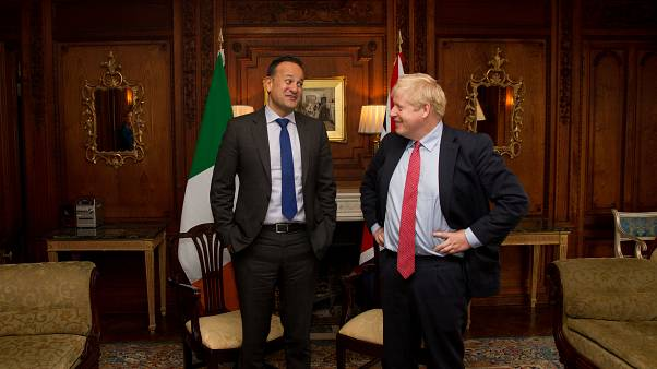 Varadkar dice ver posible un Brexit pactado tras reunirse con Johnson