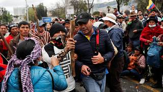 Ekvador'da kemer sıkma politikalarını protesto eden yerliler 8 polisi rehin aldı