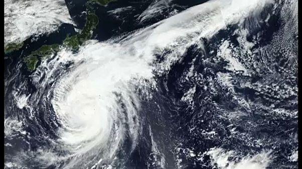 Az évszázad viharára készül Japán