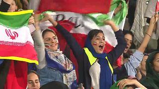 Negyven év után ismét női nézők egy iráni focimeccsen