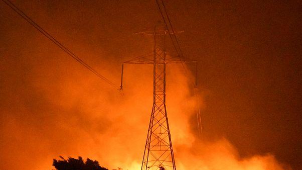 Μαίνονται οι φωτιές στην Καλιφόρνια - Χιλιάδες πολίτες χωρίς ρεύμα