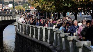 Prag: Zehntausende verabschieden sich von Karel Gott