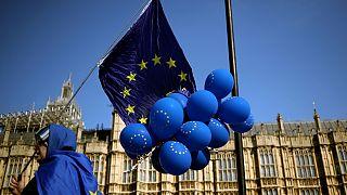 Brexit, ministro britannico: cittadini europei senza certificato di residenza saranno deportati