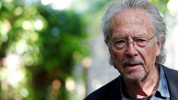 الكاتب والمترجم النمساوي بيتر هاندكه