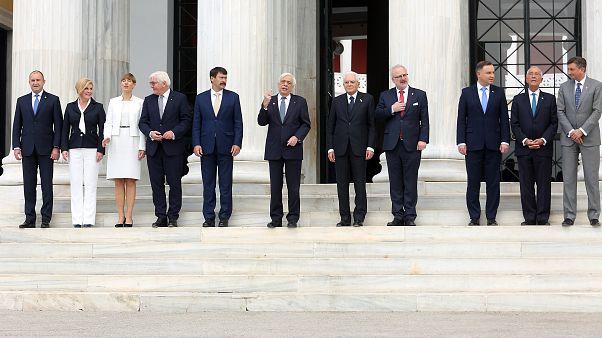 Από αριστερά οι Πρόεδροι της Βουλγαρίας, Κροατίας,  Εσθονίας, Γερμανίας, Ουγγαρίας, Ελλάδας, Ιταλίας, Λετονίας, Πολωνίας, Πορτογαλίας και Σλοβενίας
