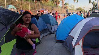Miles de menores atrapados en la frontera con México