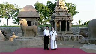 Ősi építmények között sétált Kína és India első embere