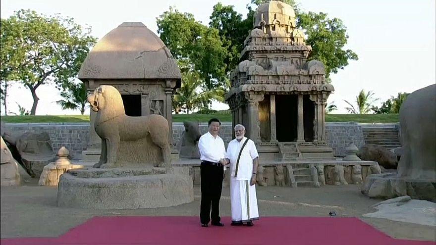 Премьер Индии принимает председателя КНР