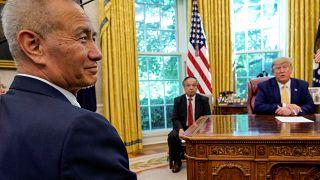 """Estados Unidos y China alcanzan un """"amoroso"""" acuerdo comercial parcial"""