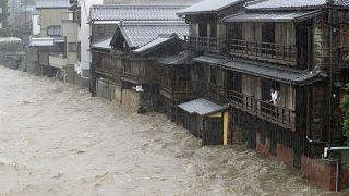 Japán az elmúlt 60 év legnagyobb viharára készül