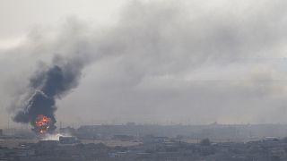 انفجار وتصاعد أعمدة الدخان في رأس العين السورية الحدودية 12 أكتوبر 2019