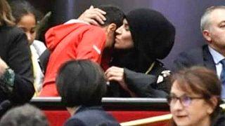Fransa'da bölgesel meclis toplantısında başörtü tartışması: Ayrımcılığa eleştiri