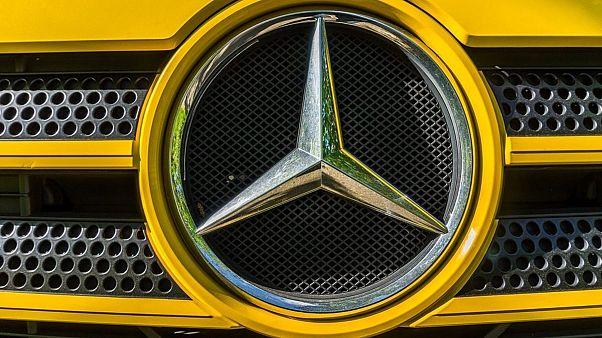 دایملر صدها هزار خودروی مرسدس بنز دیزل را برای کنترل فرا میخواند
