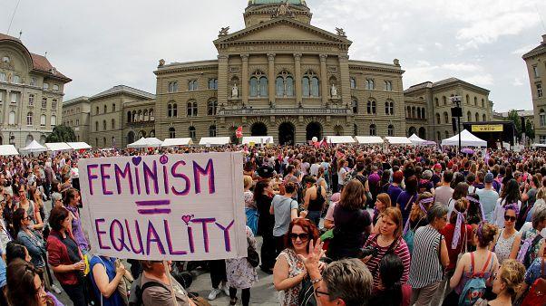 Anket: Avrupa'da kadınların yüzde 60'ı işyerinde cinsel tacize hedef oluyor