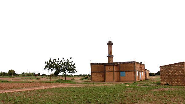 صورة لأحد المساجد بقرية تيبين بمنطقة أوبريتنغا في بوركينا فاسو غرب إقريقيا