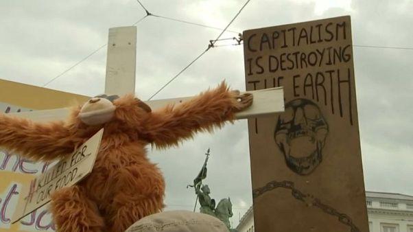 """Centenas de detenções em ações do movimento """"extinction rebellion"""""""