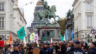 Activistas se reúnen cerca del Palacio Real durante la protesta por la Rebelión contra la Extinción en Bruselas, Bélgica, el 12 de octubre de 2019.