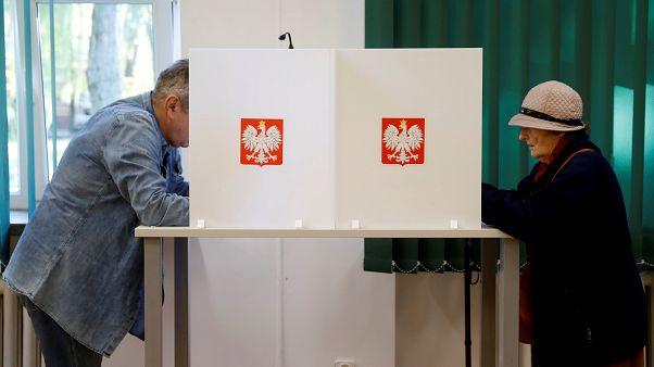 Lengyelország választ: magas részvétel, kormánypárti győzelem várható