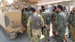 مقاتلون من الجيش السوري الحر الموالي لتركيا في أطراف بلدة رأس العين