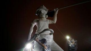 اعتراضهای هنگکنگ صاحب نماد شد؛ نصب مجسمه ۳ متری «بانوی آزادی»