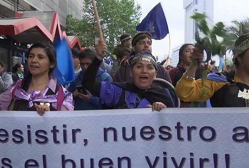 A kormány ellen tüntettek a chilei őslakosok