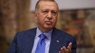 Cumhurbaşkanı Recep Tayyip Erdoğan, Dolmabahçe Ofisi'nde gazete, televizyon ve haber ajanslarının genel yayın yönetmenleriyle bir araya geldi.   (Murat Kula - Anadolu Ajansı)