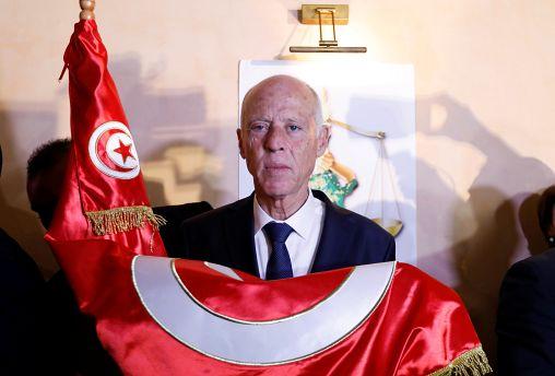 Каис Саид лидирует на выборах в Тунисе