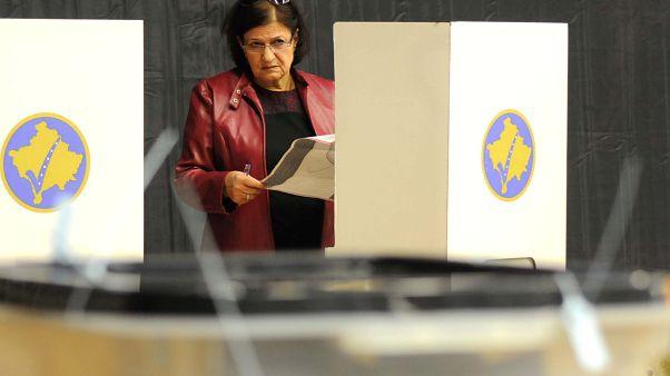 Büdös szavazóurnáktól lettek rosszul a koszovói szavazatszámlálók