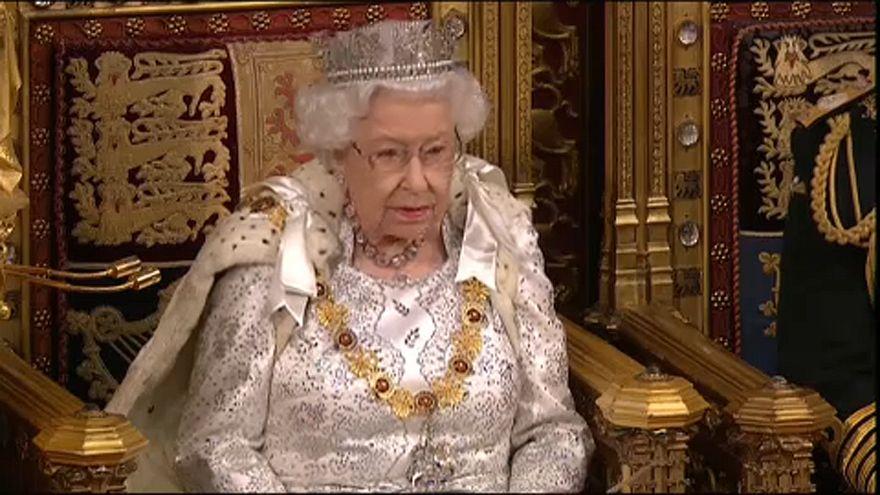 Boris Johnson megállapodás nélkül is brexitel - derült ki a királynő beszédéből