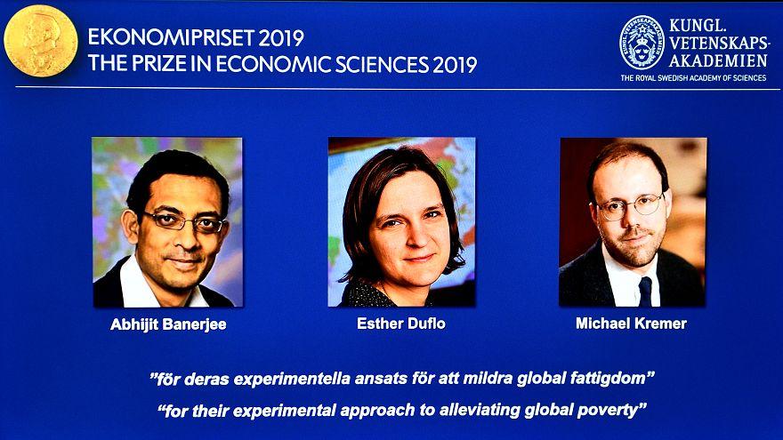 "Abhijit Banerjee, Esther Duflo e Michael Kremer distinguidos pela ""abordagem experimental para tentar aliviar a pobreza global""."