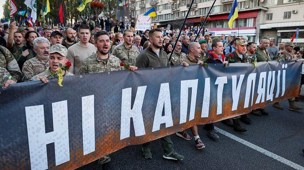Proteste in Kiew gegen Friedensplan der Regierung