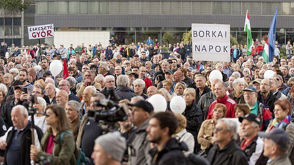Tüntetés a botrányba keveredett győri polgármester ellen október 12-én