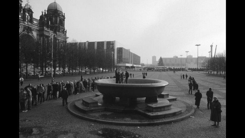 808x454 cmsv2 0e79f2e0 f7ed 5085 80d5 17fc3f37700c 4231058 - Trente ans après sa chute, que reste-t-il du mur de Berlin ? – Kababachir