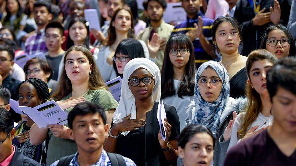 Az elsőéves külföldi hallgatók fogadalomtétele a Debreceni Egyetem tanévnyitó szenátusi ülésén a Főnix Csarnokban 2019. szeptember 8-án.
