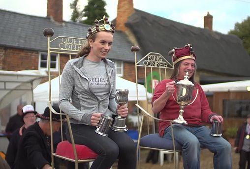 Regno Unito: solo i più impavidi si sfidano... nei campionati di conkers