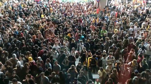 Protestos contra condenações bloqueiam Barcelona