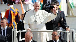 كيف حول وسم على تويتر البابا فرانسيس لمشجع فريق كرة قدم؟