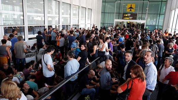 محتجون على الأحكام ضد قادة استقلال كتالونيا يغلقون أحد ماخل مطار برشلونة 14 أكتوبر 2019