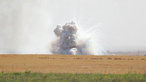 قصف بالقرب من بلدة تل أبيض السورية القريبة من الحدود مع تركيا