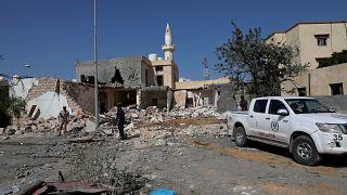 المنطقة السكنية التي أصابتها الغارة الجوية ليلاً في العاصمة الليبية طرابلس 14 أكتوبر 2019