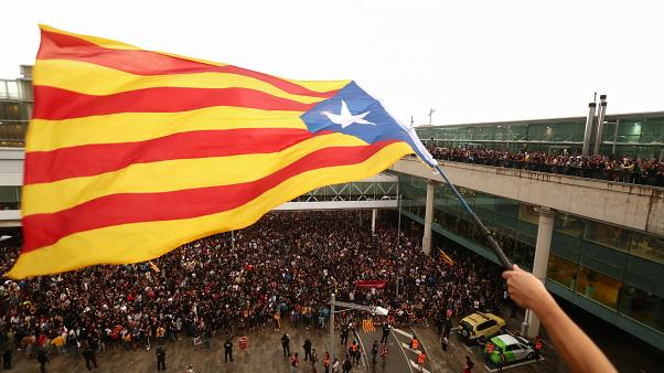 Βαρκελώνη: Δεκάδες τραυματίες από τα επεισόδια μετά την καταδίκη των αυτονομιστών πολιτικών