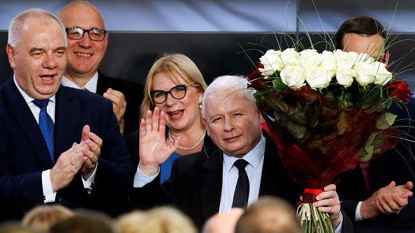 Kaczynski vence legislativas mas perde maioria no Senado
