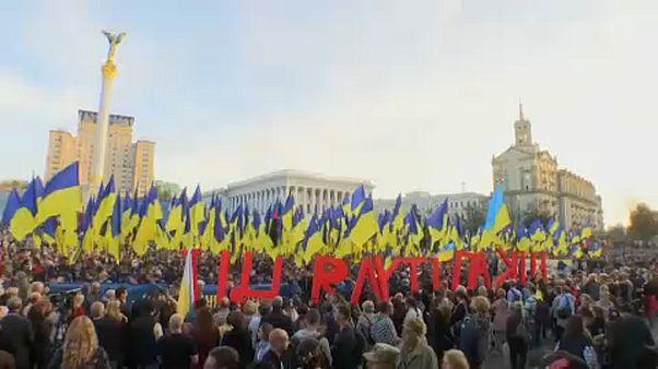 Protestas en Kiev por el plan de paz para el Dombás