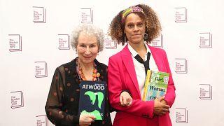 Σε Μάργκαρετ Άτγουντ και Μπερναρντίν Εβαρίστο το Booker Prize 2019