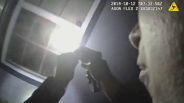 Τέξας: Λευκός αστυνομικός πυροβόλησε και σκότωσε μια αφροαμερικανή γυναίκα στο σπίτι της