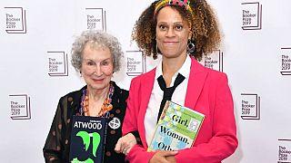 Prestijli Booker edebiyat ödülü ilk kez iki yazara birden verildi